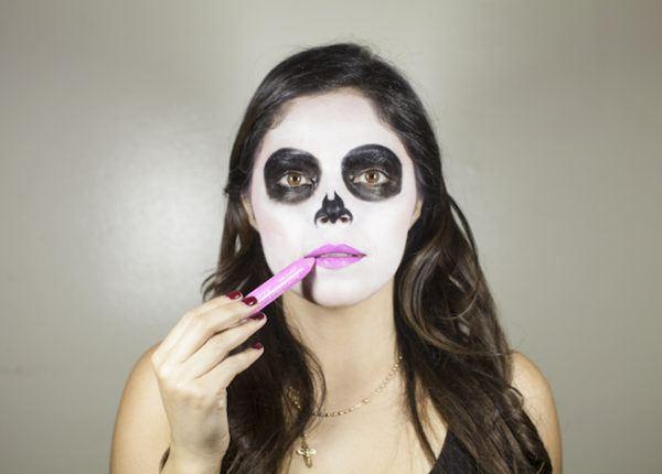 maquillaje-catrina-labios-en-rosa