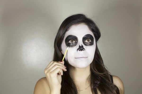 maquillaje-catrina-ojos-nariz-de-negro