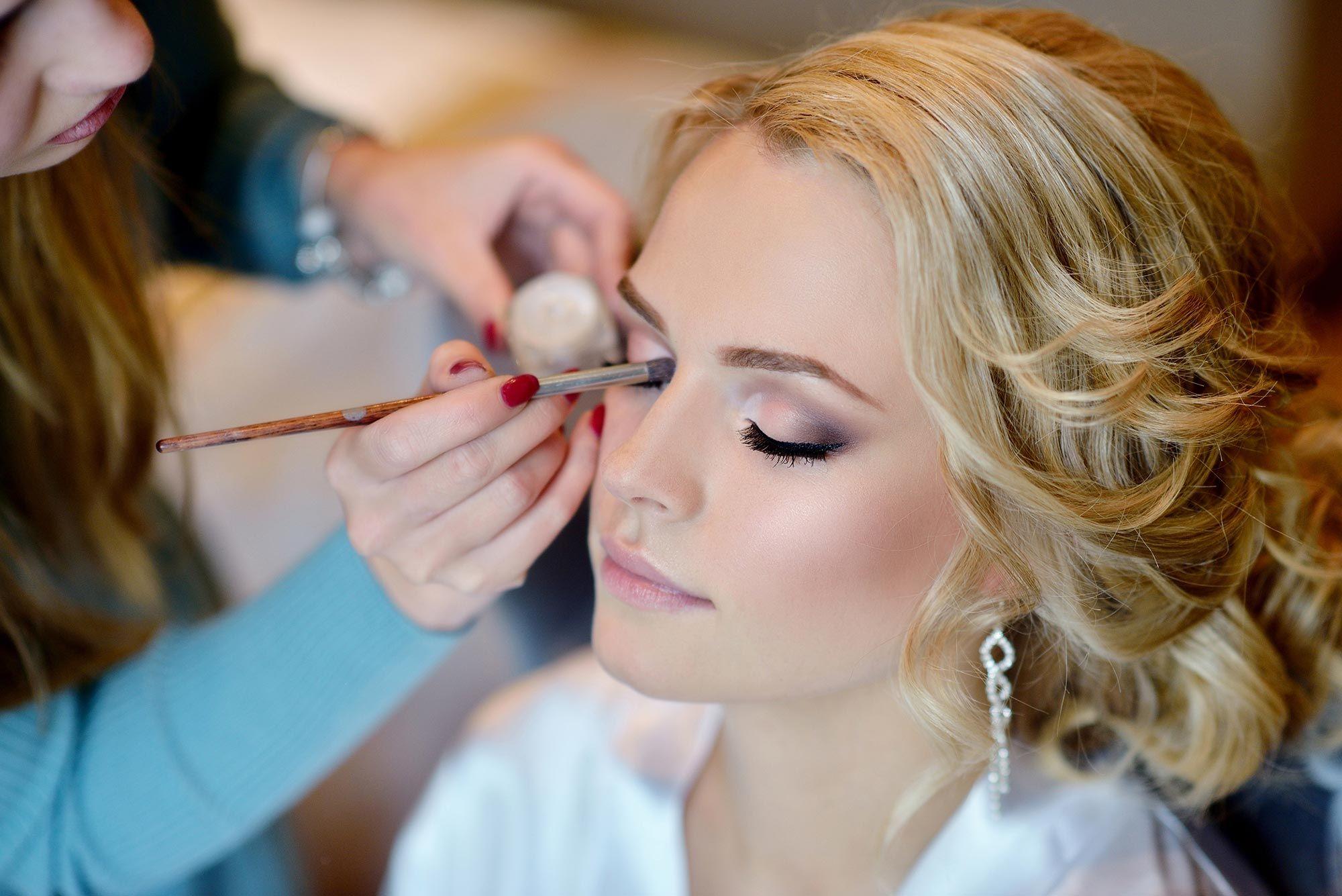 ¿Cómo debe ser el maquillaje para novias?
