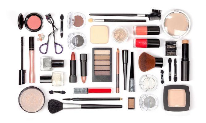 Productos básicos de maquillaje